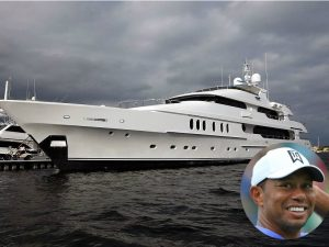 "Tiger's yacht ""Privacy"" at sea"