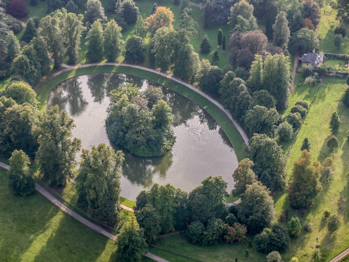 round oval lake at althorp - dianas grave