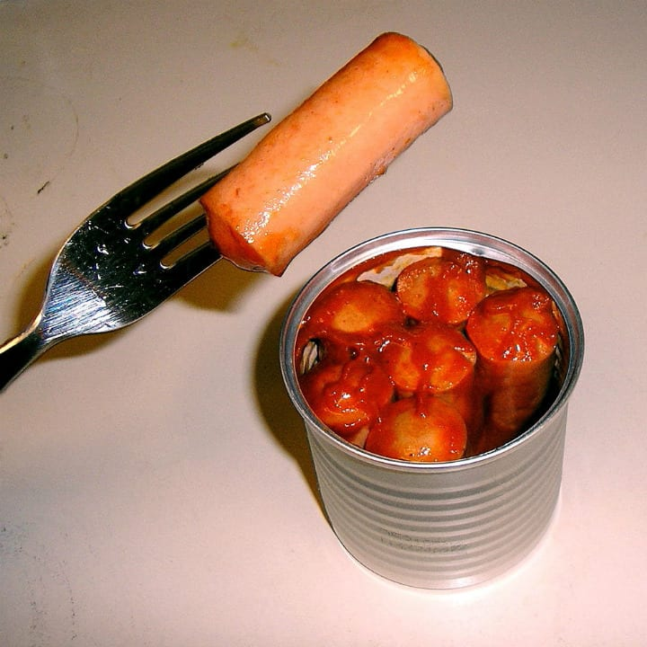 canned vienna sausage with sauce