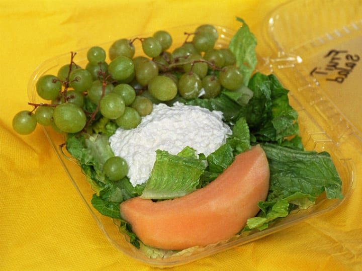 cottage cheese and sliced fruit