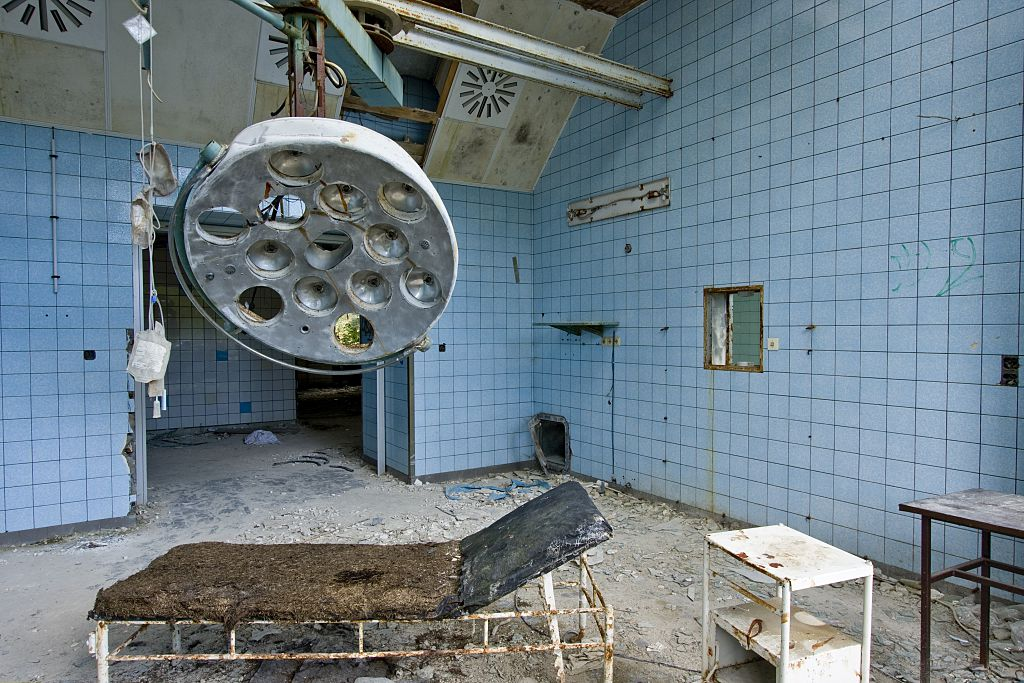 """(GERMANY OUT) Germany - Brandenburg - Beelitz-Heilstaetten: One of the rooms of the former hospital """"Beelitzer Heilstaetten"""" which is in need of rehabilitation. From 1945-1994 it used to be a hospital for the Sovjet army in East-Germany, former surgery"""