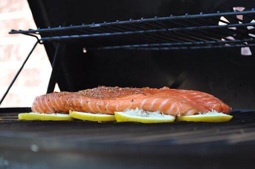 Lemon slices separate fish from a barbeque grill